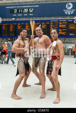 Glasgow, Scotland, UK. 23rd July, 2014. Māori warrior's greet the public at Central Station in Glasgow on the opening - Stock Photo
