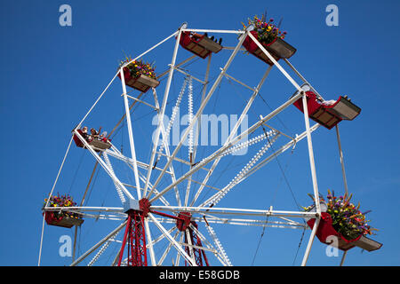 Tatton Park, Manchester, UK. 23rd July, 2014.  Flower bedecked Ferris Wheel at the RHS - Royal Horticultural Society - Stock Photo