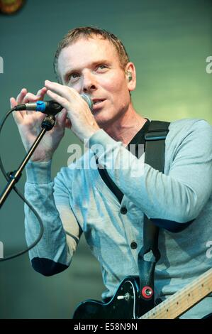 Glasgow, Scotland, UK. 23rd July, 2014. Stuart Murdoch of Belle and Sebastian performs at the kelvingrove bandstand - Stock Photo