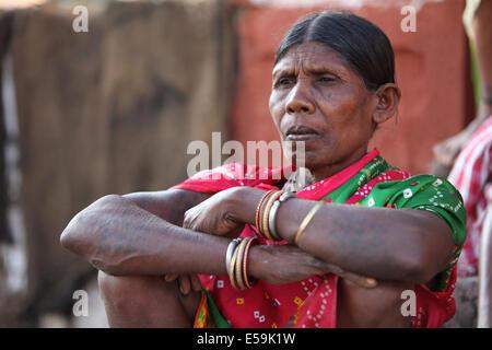 Portrait of a tribal woman squatting. Batra tribe, Dantewada, Chattisgadh, India - Stock Photo
