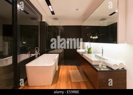 Bathtub and sinks in modern bathroom - Stock Photo