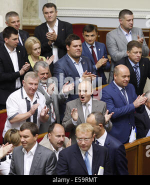 Kiev, Ukraine. 24th July, 2014. Ukrainian parliamentarians, members of the Svoboda faction, at a meeting of Verkhovna - Stock Photo