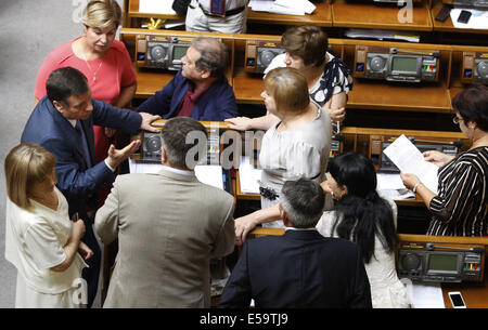Kiev, Ukraine. 24th July, 2014. Ukrainian parliamentarians, members of the Communist faction, at a meeting of the - Stock Photo