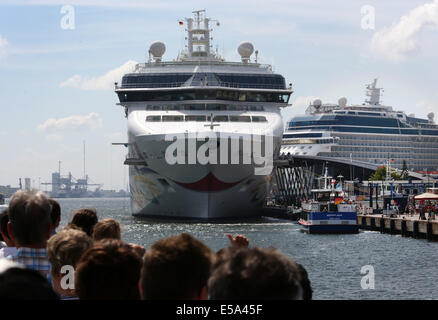 Rostock-Warnemuende, Germany. 22nd July, 2014. The luxury liner Norwegian Star (L) is docked in Rostock-Warnemuende, - Stock Photo