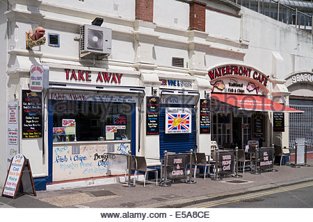 Waterfront cafe serving English fish and chips: Southend on Sea. - Stock Photo