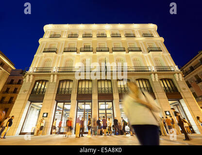 New Apple store at the Puerta del Sol. Madrid. Spain - Stock Photo