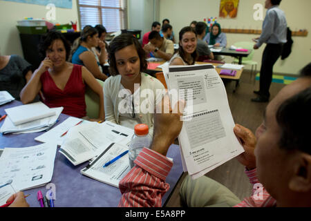 Adult students in free English as a Second Language (ESL) class for non-native English speakers in Austin TX. - Stock Photo
