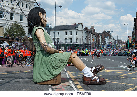 Liverpool, UK. 25th July, 2014. Little Girl Giant has a siesta at the Chinese Arch in Liverpool. Part of the Memories - Stock Photo