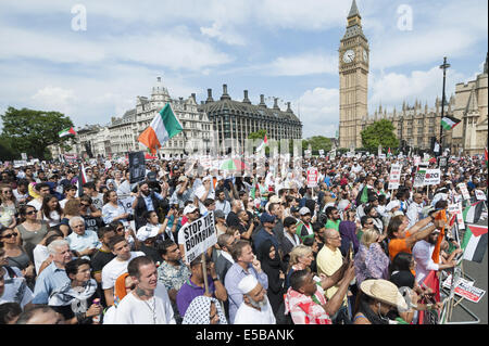 London, London, UK. 26th July, 2014. Parliament Square, London, UK. 26th July 2014. Several celebrity speakers address - Stock Photo
