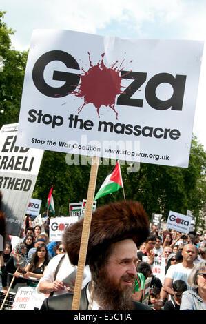 Demonstration against Israeli bombing of Gaza, Members of Neturei Karta, orthodox Jews opposed to the state of Israel - Stock Photo