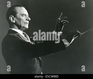 MALCOLM SARGENT (1895-1967) English conductor about 1950 - Stock Photo