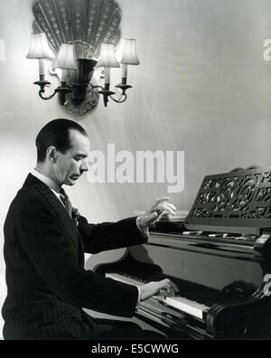 MALCOLM SARGENT (1895-1967) English conductor about 1947 - Stock Photo