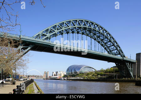 The Tyne bridge between Gateshead and Newcastle-upon-Tyne, UK, with the Millennium Bridge, Baltic Arts Centre and - Stock Photo