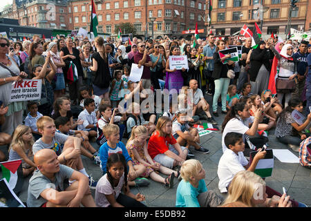 Copenhagen, Denmark – Monday, July 28th, 2014: Some 4 – 5000 people gather at Copenhagen town hall square this afternoon - Stock Photo
