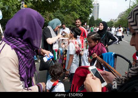 Palestinian woman face painting kids at the pro Gaza Anti Israel War demonstration in London UK 19.7.2014  KATHY - Stock Photo