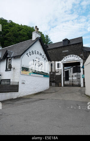 Tobermory whisky distillery, Tobermory, Isle of Mull, Scottish Islands - Stock Photo