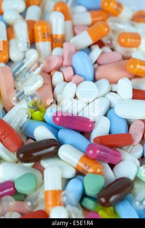 tabletten medikamente pillen medikament pille tablette apotheke gesundheit medizin medizinisch pharma pharmazie - Stock Photo