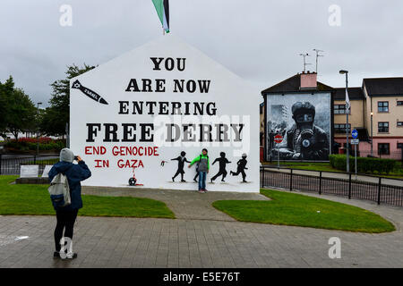 Derry, Londonderry, Northern Ireland - 29 July 2014 Pro-Palestinian Slogan painted on Free Derry Wall.  A young - Stock Photo