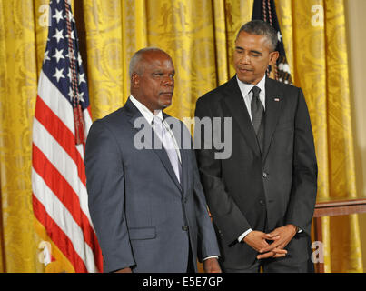 Washington, Dc, USA. 28th July, 2014. receives the National Humanities Medal from President Barack Obama in an East - Stock Photo