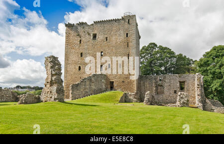 SPYNIE PALACE NEAR ELGIN MORAY DAVIDS TOWER AND ENTRANCE WITH REMAINS OF A WALL - Stock Photo