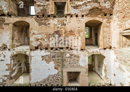 SPYNIE PALACE NEAR ELGIN MORAY THE MASSIVE DAVIDS TOWER INTERIOR SHOWING WINDOWS AND FIREPLACES ON SEVERAL FLOORS - Stock Photo