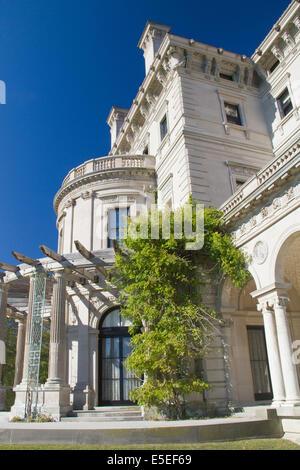 The Breakers built in 1895 as a 70 room summer estate for COrnelius Vanderbilt II.Newport,Rhode Island - Stock Photo
