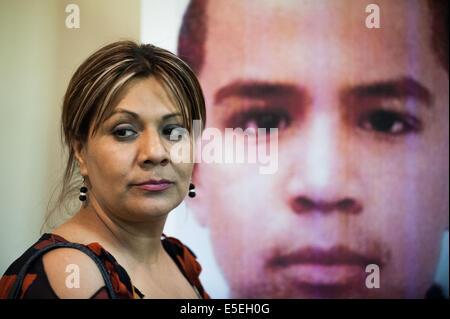 Nogales, Sonora, Mexico. 29th July, 2014. ARACELI RODRIGUEZ, the mother of JOSE ANTONIO ELENA RODRIGUEZ, stands - Stock Photo