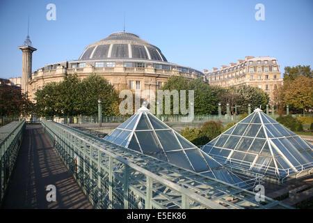 France paris bourse du commerce and medicis column stock for Chambre de commerce st eustache