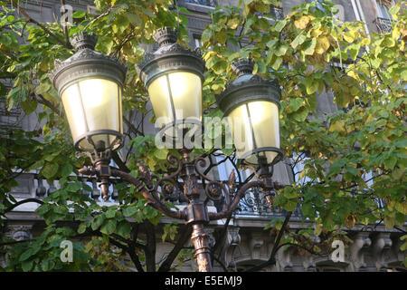 France, paris 4e, ile de la cite, detail lampadaire a trois lanternes, - Stock Photo