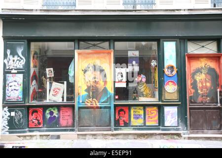 France, paris 20e, Belleville, rue denoyez, vitrine, artistes, - Stock Photo