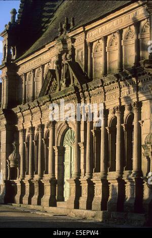 France, Bretagne, finistere nord, circuit des enclos paroissiaux, enclos paroissial de saint thegonnec, ossuaire, - Stock Photo
