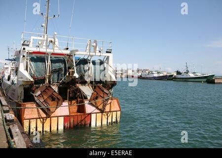 France, Bretagne, finistere sud, pays bigouden, le guilvinec, port de peche, chalutier a quai, - Stock Photo