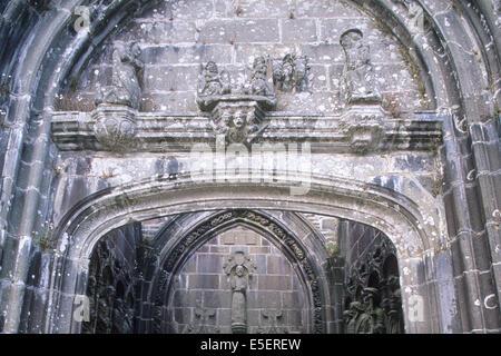 France, Bretagne, finistere nord, circuit des enclos paroissiaux, daoulas vestige de l'eglise, enclos paroissial, - Stock Photo