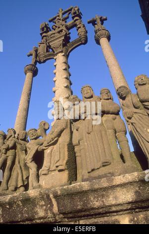 France, Bretagne, finistere nord, circuit des enclos paroissiaux, saint thegonnec, detail calvaire, personnages, - Stock Photo