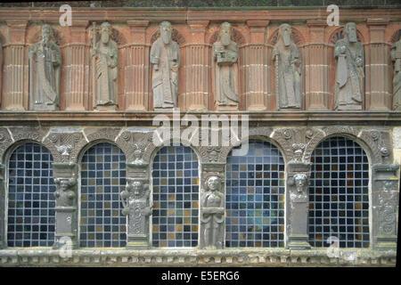 France, Bretagne, finistere nord, circuit des enclos paroissiaux, sizun, enclos paroissial, ossuiare, personnages - Stock Photo