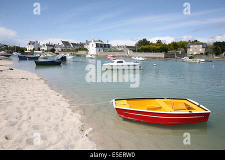 France, Bretagne, finistere sud, pays bigouden, lesconil, plage, petits bateaux, - Stock Photo