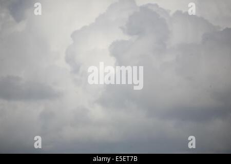 France, Bretagne, finistere sud, pays bigouden, saint guenole, pres du phare d'Eckmuhl, ciel nuageux, - Stock Photo