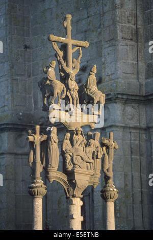 France, Bretagne, finistere nord, circuit des enclos paroissiaux, saint thegonnec, enclos paroissial, calvaire, - Stock Photo