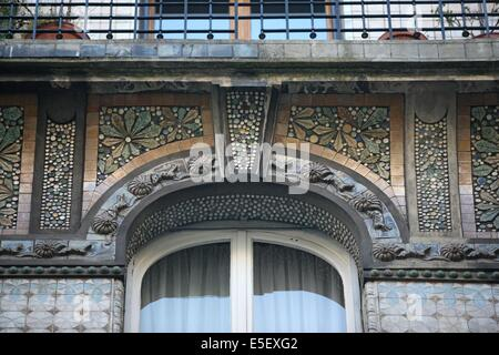 France, paris, 7e arrondissement, 21 rue pierre leroux, immeuble, art nouveau, decor, ceramique, - Stock Photo