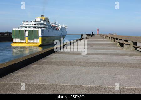 France, region nord, pas de calais, boulogne sur mer, port, car ferry, transmanche ferries, LD lines, mer du nord, - Stock Photo