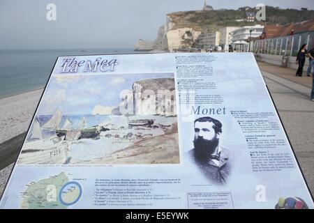France, Haute Normandie, seine maritime, pays des hautes falaises, etretat, plage, galets, falaise d'amont, barques, - Stock Photo