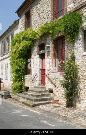 France, region ile de france, seine et marne, provins, cite medievale, maison, fleurs, centre ville, - Stock Photo