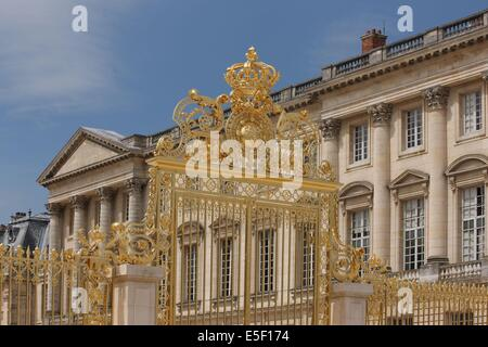 Château de Versailles, gate of the marble yard - Stock Photo