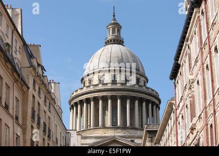 France, ile de france, paris 5e, quartier latin, dome du pantheon, architecte soufflot, colonnes, depuis la rue - Stock Photo