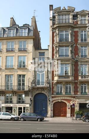 France, paris 7e arrondissement, 9 quai voltaire, entree d'un hotel particulier de la rue de lille, - Stock Photo