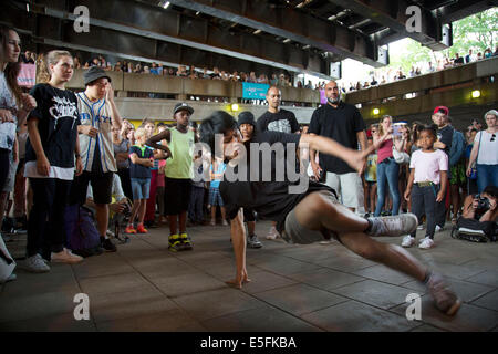 Urban street culture on the Southbank. Here underneath Hungerford Bridge, youths breakdancing. London, UK. - Stock Photo