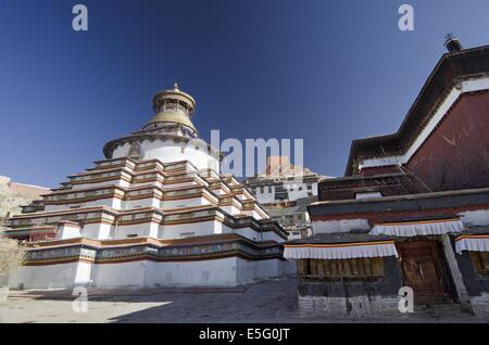 Gyantse Kumbum, a multi-storied aggregate of Buddhist chapels, in Tibet - Stock Photo