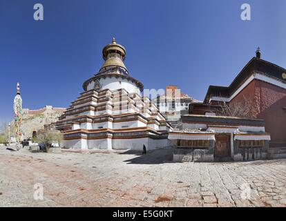 Gyantse Kumbum, a multi-storied aggregate of Buddhist chapels, in Tibet - Stock Photo