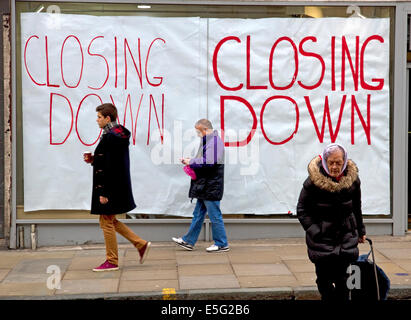Closing down signs in shop window, UK - Stock Photo