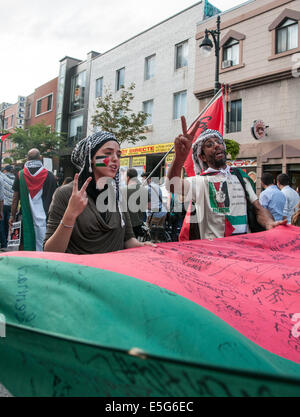 Montreal, Canada. 30th July, 2014. Montrealers took onto the streets to protest against the continious bombing of - Stock Photo